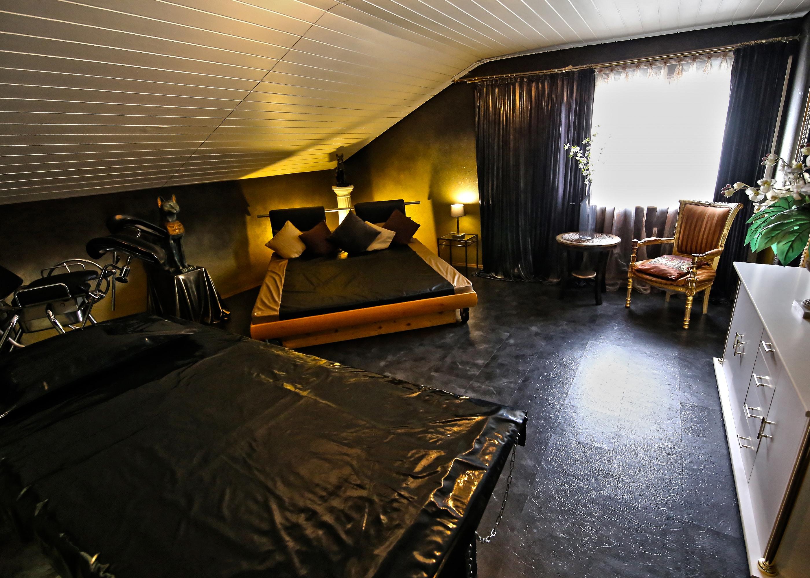 BizarresLiebeszimmer(GoldeneBizarrlounge)2-min